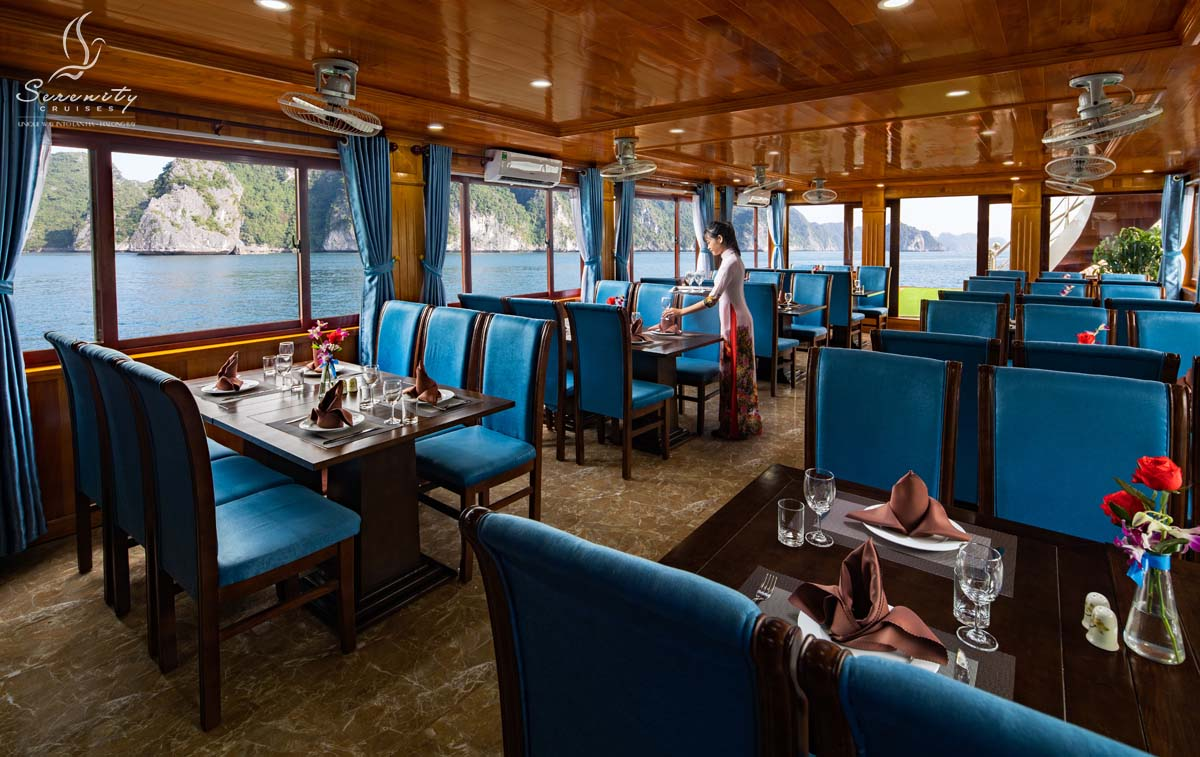 Restaurant in Serenity Cruises day tour
