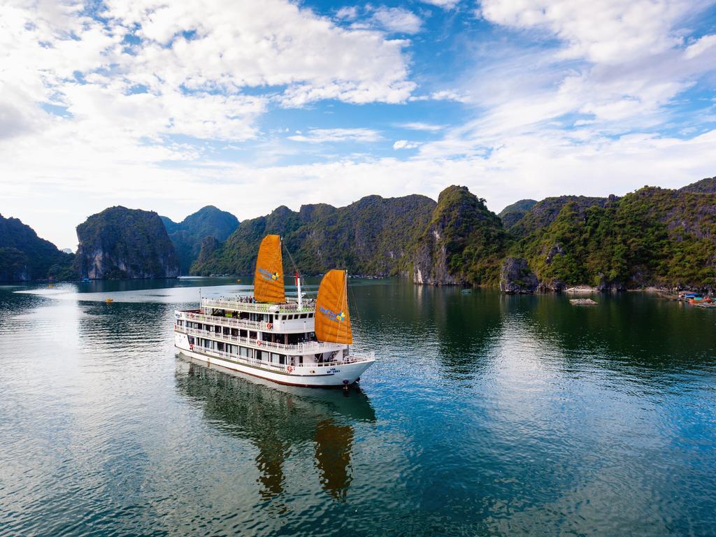 Du thuyền Unicharm Cruises - Du thuyền 5 sao Vịnh Lan Hạ