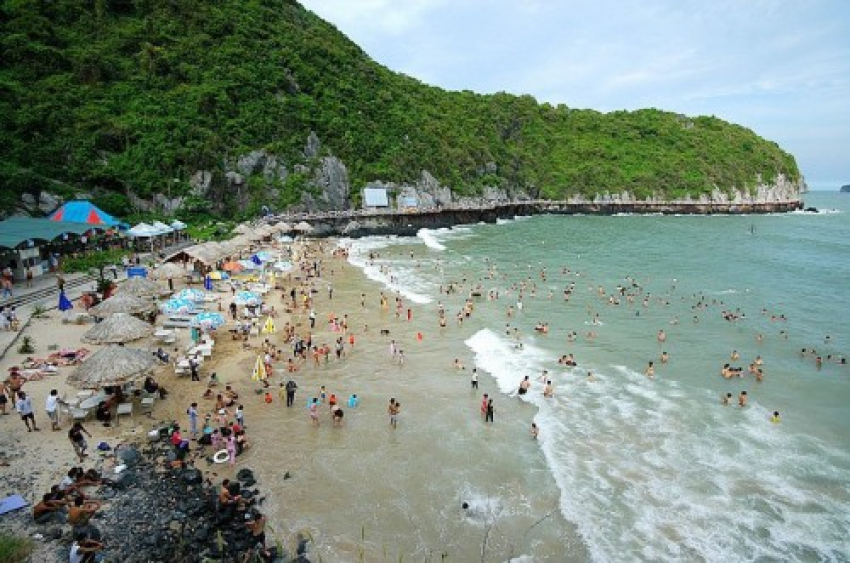 Cát Cò 3 Beach in summer