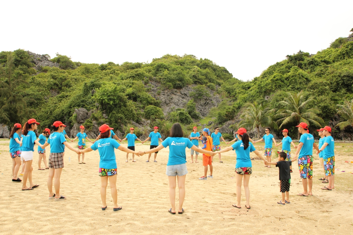 Team building activities on Tung Thu Beach