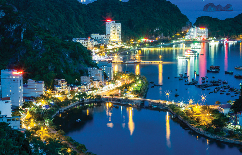 The nightlife of Cat Ba Town