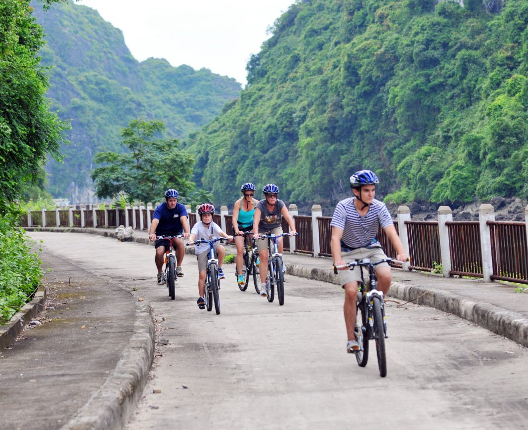 Discovering Cat Ba Island by bike