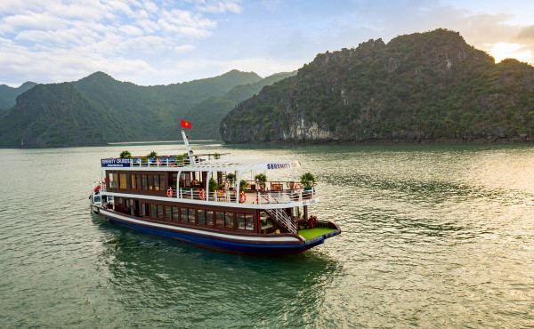 Halong Bay 1 day tour from Hanoi by Cruises
