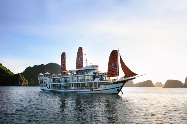 Cat Ba 2 days 1 night tour by cruise