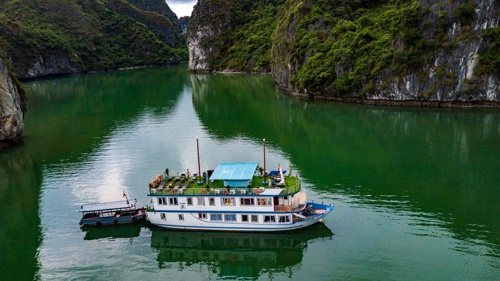 Cat Ba 2 days 1 night by cruise-AZELA CRUISE 1
