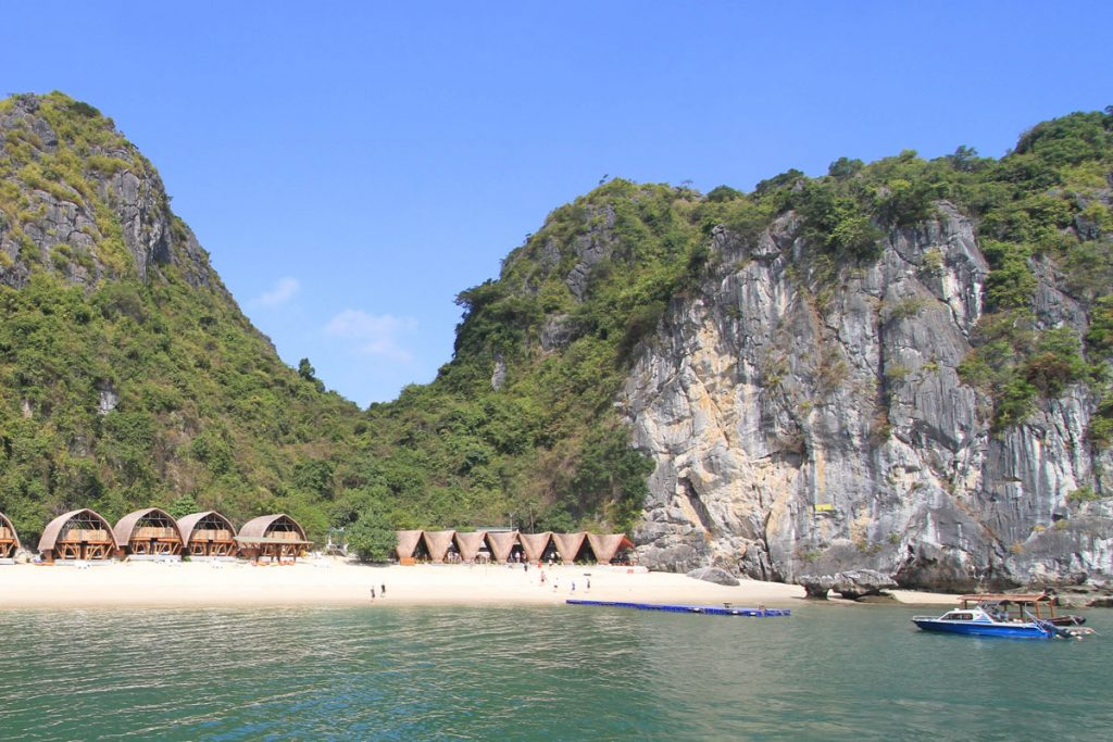 The Ultimate Halong Bay Trip for Backpackers! (3 Day / 2 Night Adventure) 2