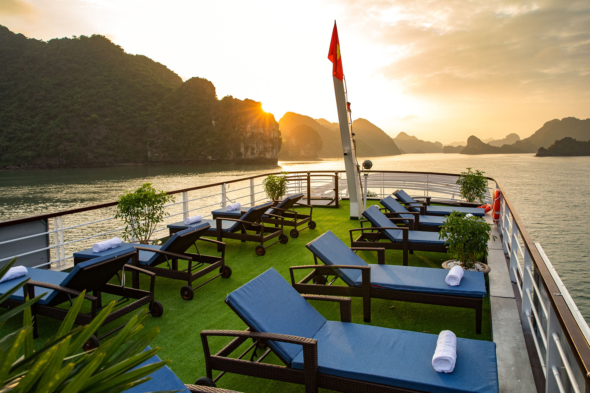 Unique Lan Ha - Halong bay full day tour 8