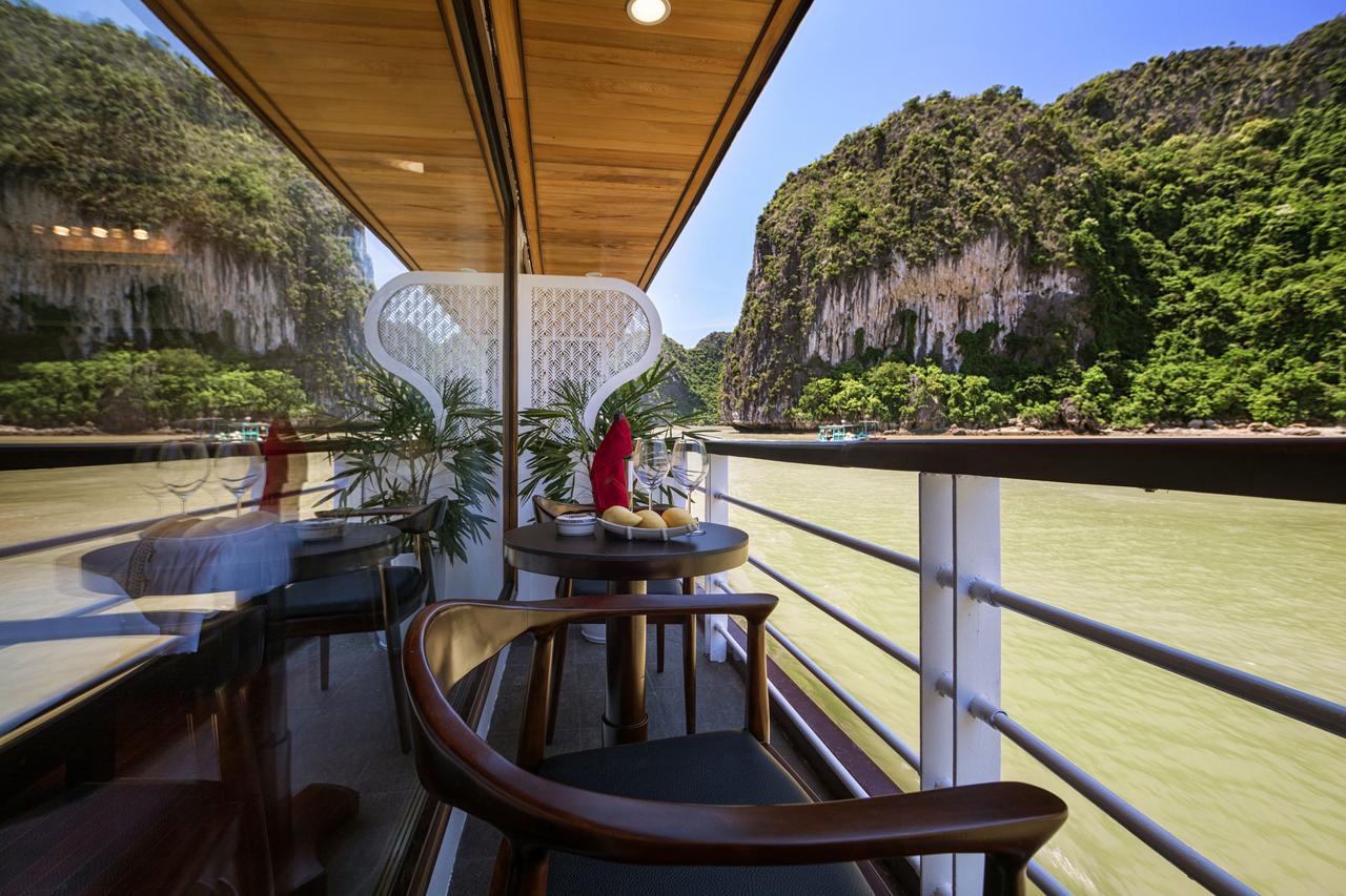 Perla Dawn Sails Lan Ba Bay Tour 1