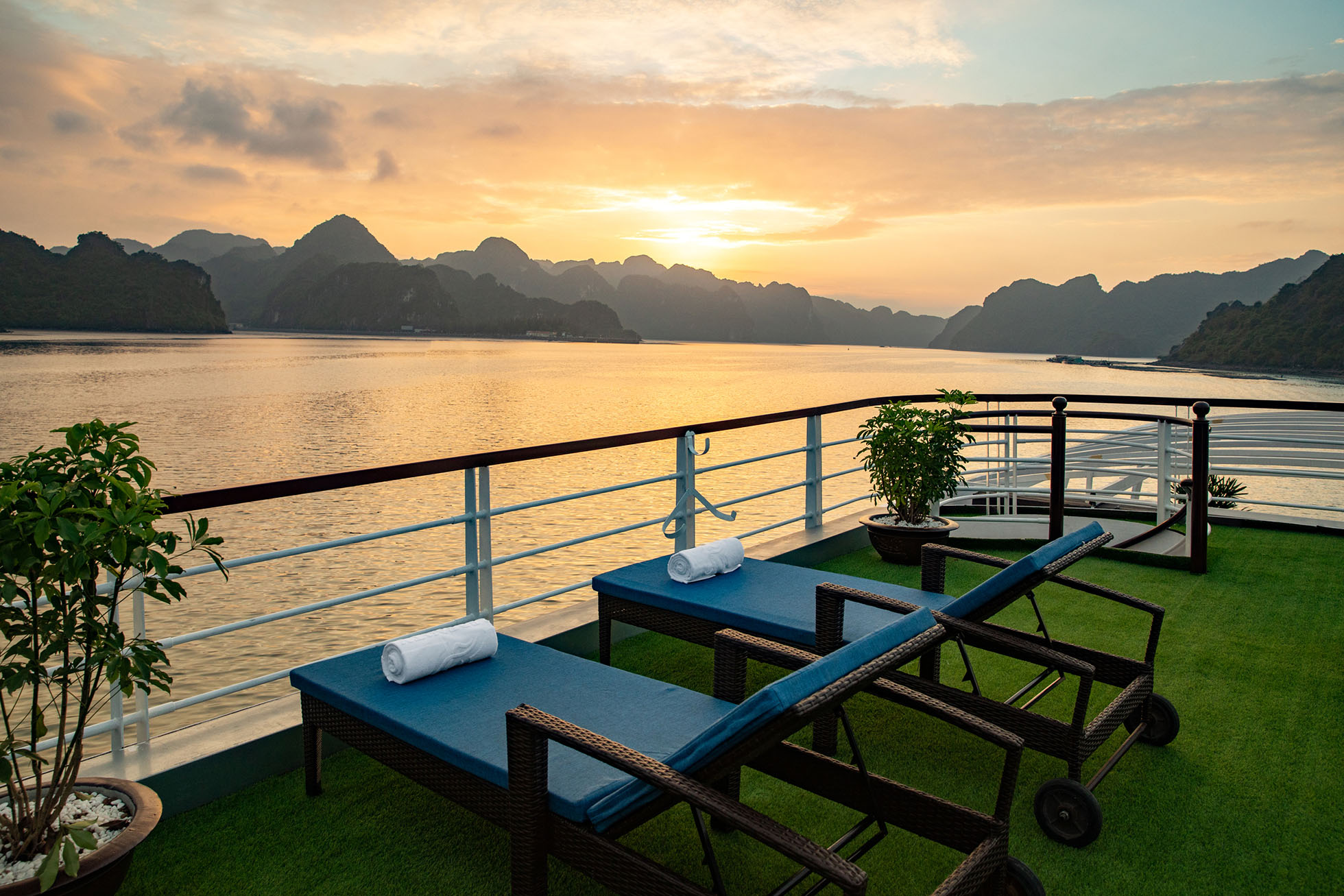 Unique Lan Ha - Halong bay full day tour 9
