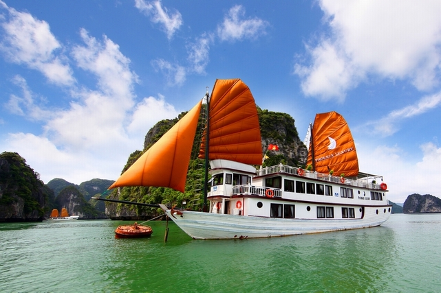 OVERNIGHT BOAT TRIP TO LAN HA-HA LONG AND BAI TU LONG BAY 3